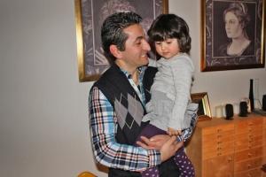 Erkan glæder sig til at introducere sin datter mere permanent til det tyrkiske samfun.