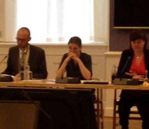 Retsudvalgets medlemmer pressede justitsminister Mette Frederiksen for svar under åbent samråd om offentligt ansattes ytringsfrihed d.13.maj. Foto: Annette Birch.